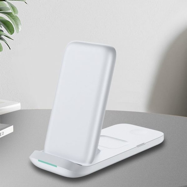 3-in-1 Fast Charging Wireless Charging Station for Qi Devices_3